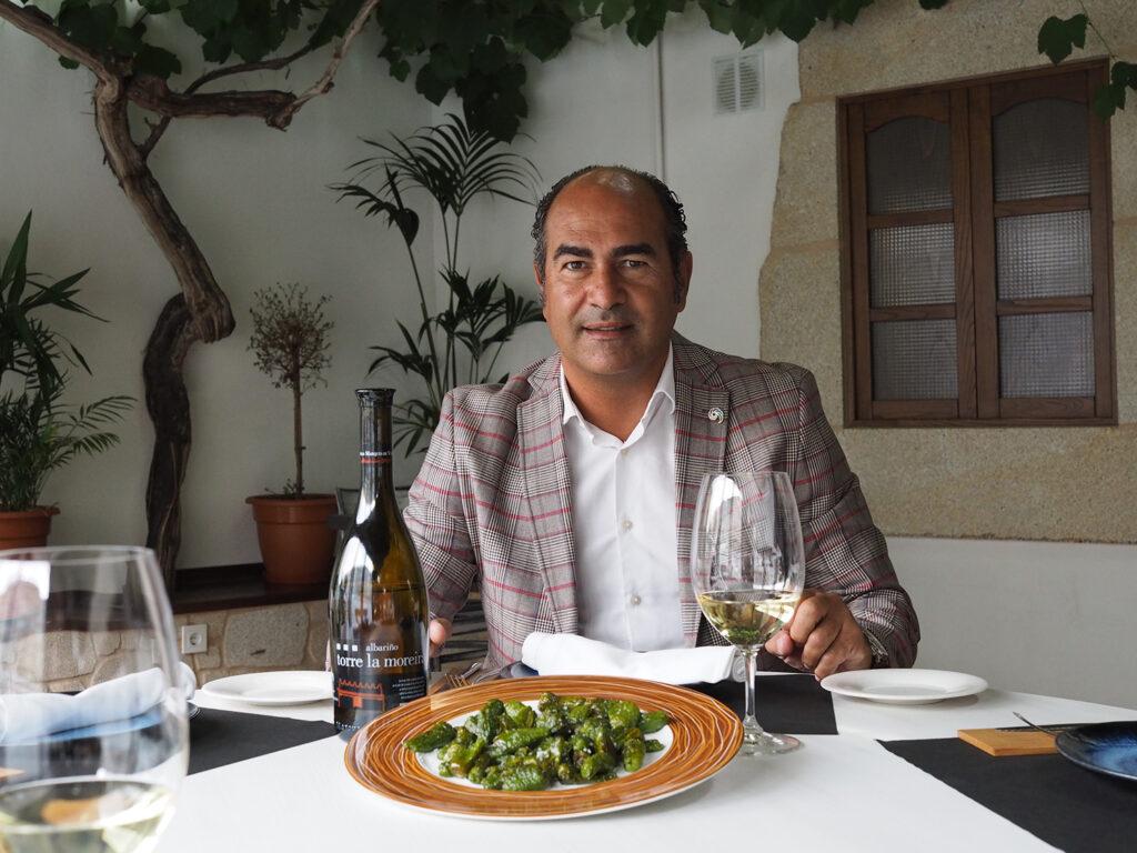 Turismo de Galicia: albariño y pimientos de Padrón